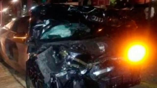 Alan Pulido sufre aparatoso accidente automovilístico