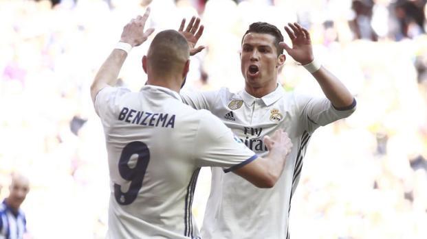 Karim Benzema face à la critique est soutenu par le staff du Real Madrid