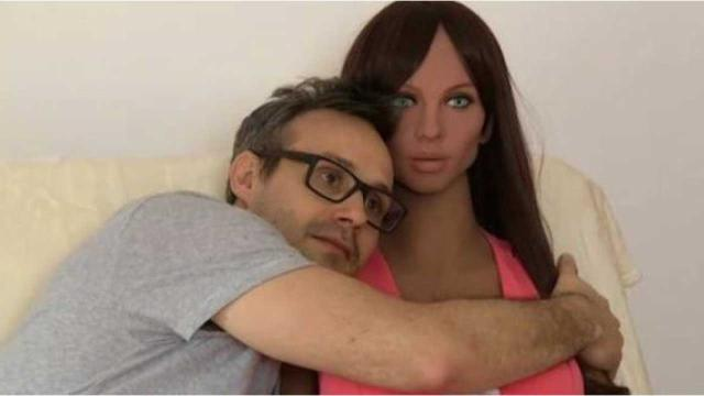 Man wants to have babies with his sexbot