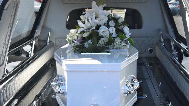 Arriva la tassa sui morti: quanto costeranno funerali e cimiteri?