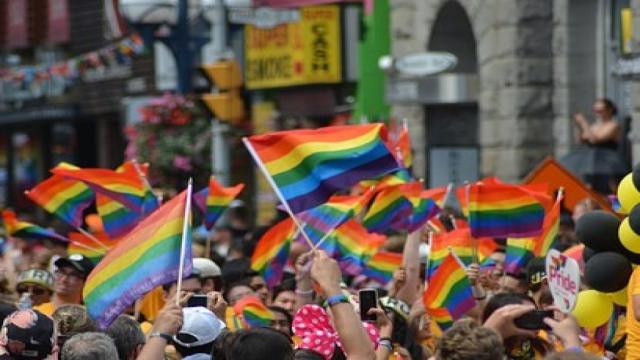 5 famosos que o povo fala que são gays, mas eles não assumem