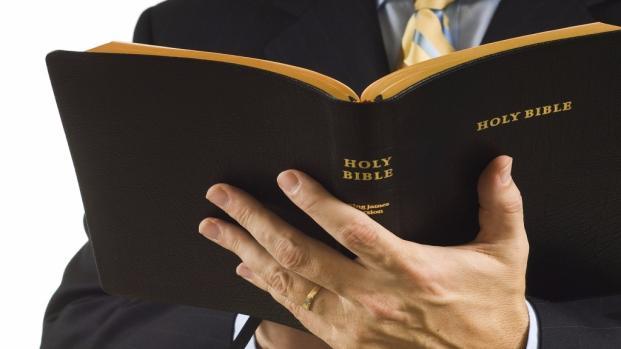 Em São Paulo, homem entra em igreja para esfaquear pastor e motivo é assustador
