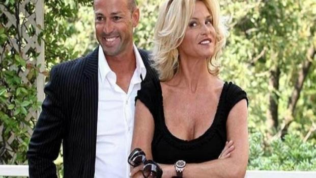 Spettacolo e TV: La Ventura e Bettarini con il figlio al Costanzo show