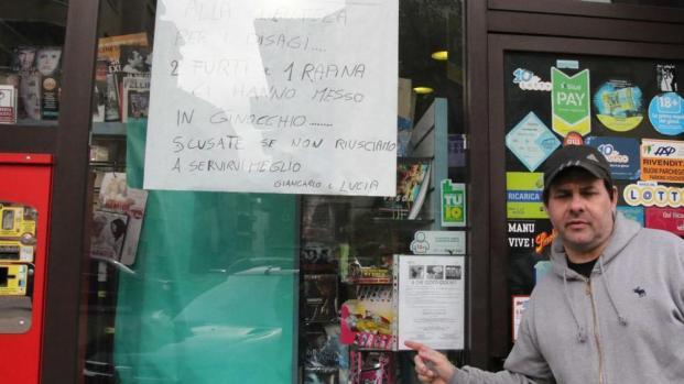 """Asti, il cartello in tabaccheria: """"Tre rapine, in ginocchio"""""""