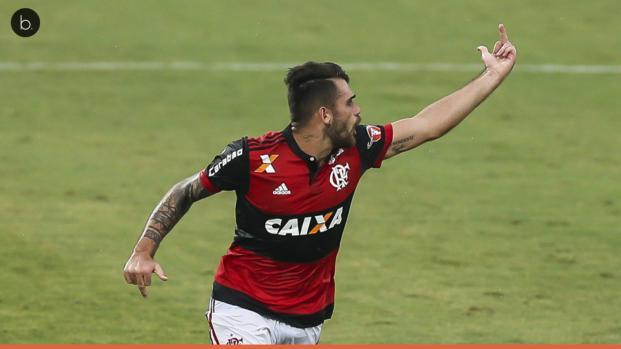 Vídeo: gesto obsceno pode custar cara a atacante do Flamengo