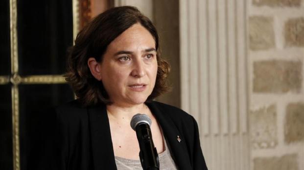 La alcaldesa deBarcelona se mete en problemas