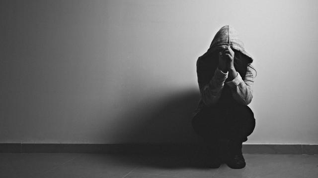 Vídeo - Jovem conhece homem no facebook e é estuprada
