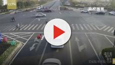 Watch as Chinese commuter tries to improve traffic flow