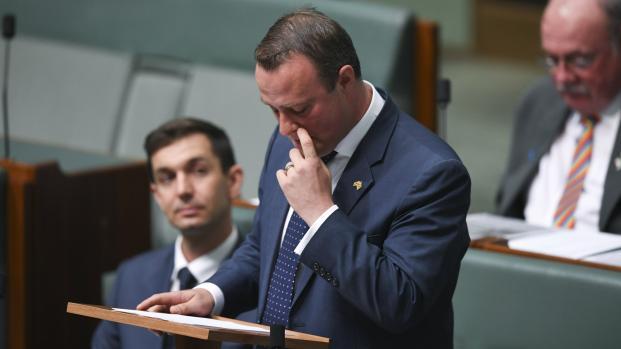 Diputado gay australiano propone matrimonio a su novio en el Parlamento