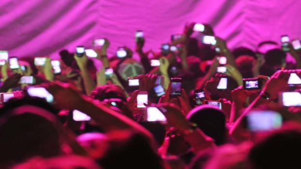 Bill al concerto: ecco perché non usa smartphone e fotocamera