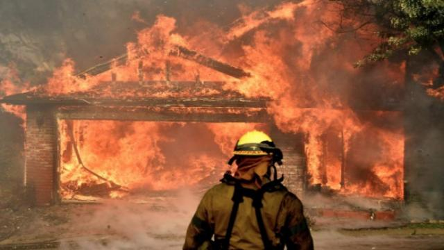 South California wildfires destroy 65,000 acres north of Los Angeles
