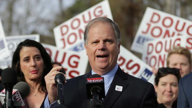 El ganador de la carrera del Senado de Alabama insta al rival a seguir adelante