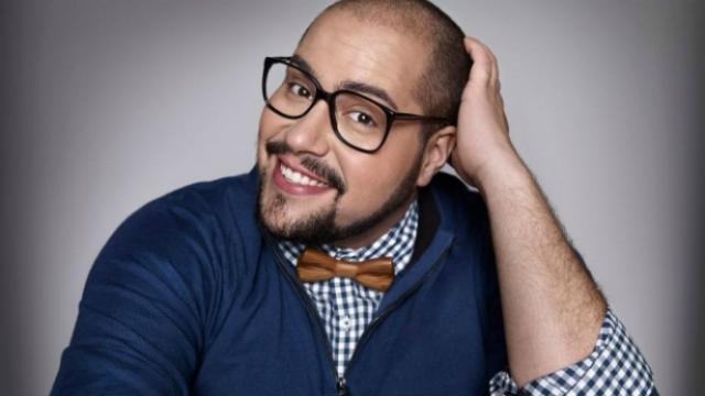 Assista: Tiago Abravanel vive um amor e conta que quer ser pai: 'Só adotado'