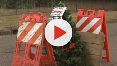 Mississippi residents fill a massive pothole with a Christmas tree