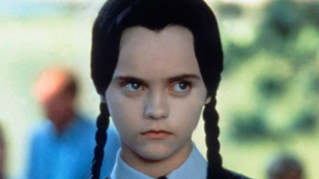 Lembra dela? Atriz de 'A Família Addams' reaparece e choca fãs com novo visual