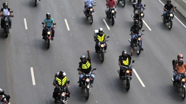 Vídeo - Confira os motoboys que viralizaram na internet