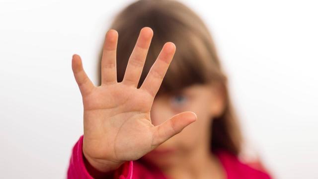 Vídeo: menina abusada pelo avô filma e manda para mãe: