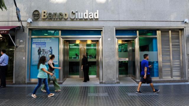 11,000 casos más encontrados por bancos en escándalo de rastreadores