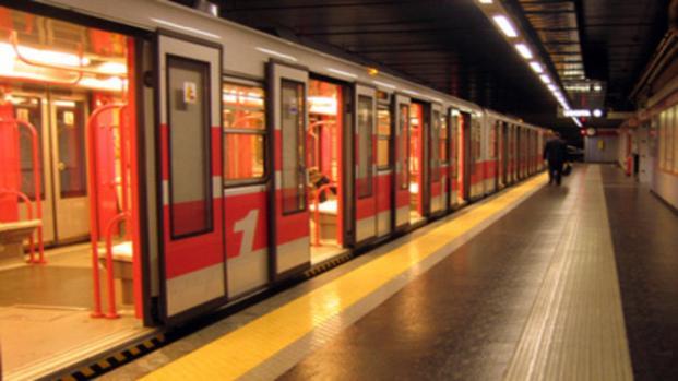 Biglietti Atm a 2 euro, ufficiale l'aumento per metro, bus e tram a Milano