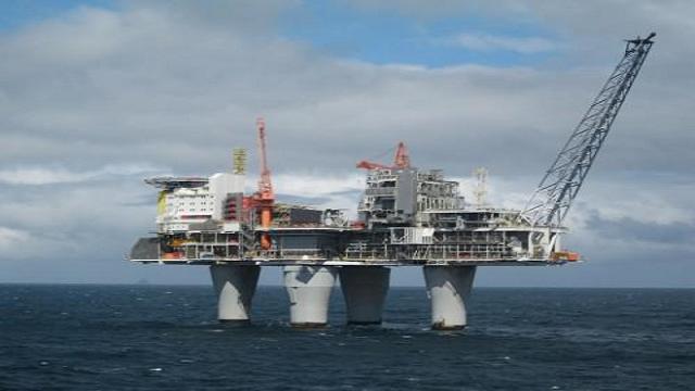Buques cisternas chinos trasvasan petróleo a embarcaciones norcoreanas