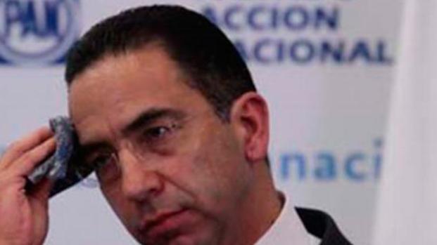 """Senador Javier Lozano recomienda música para """"el fiestón"""" e internautas explotan"""