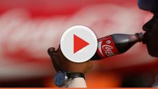 Por 'questões morais', dono de lanchonete raspa fotos de latas de refrigerante