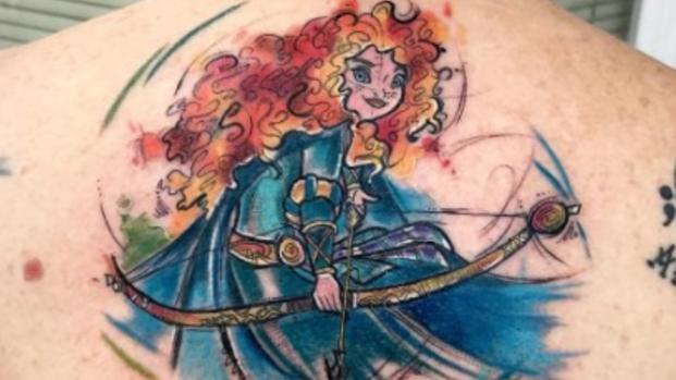 Assista: Artista cria tatuagens com desenhos da Disney