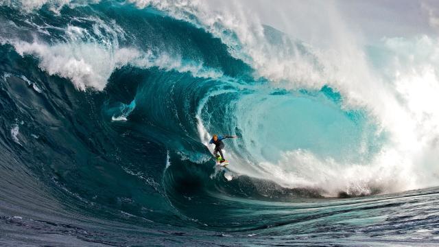 El surfista de olas grandes Mark Mathews y sus horribles heridas