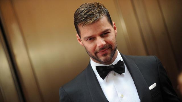 Vídeo: Ricky Martin aparece nu