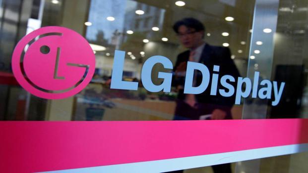 LG Display ha realizzato una TV OLED arrotolabile da 65 pollici