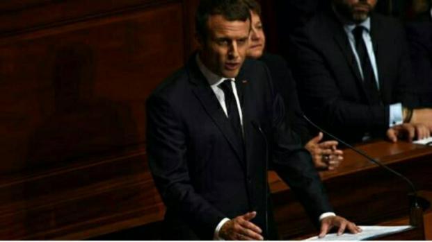 Réforme constitutionnelle : Macron se dit prêt au référendum