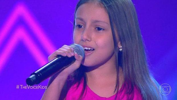 Vídeo: Garotinha 'passa mal', não consegue cantar e comove no 'The Voice'