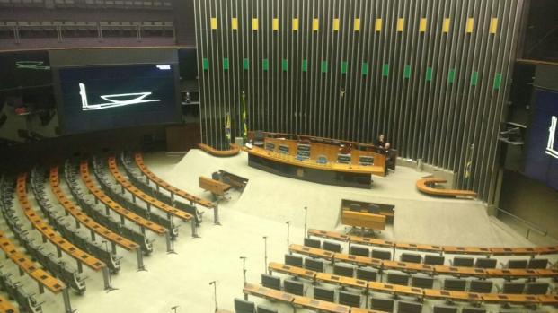 Vídeo: faltas de deputados em Brasília cresce 52%