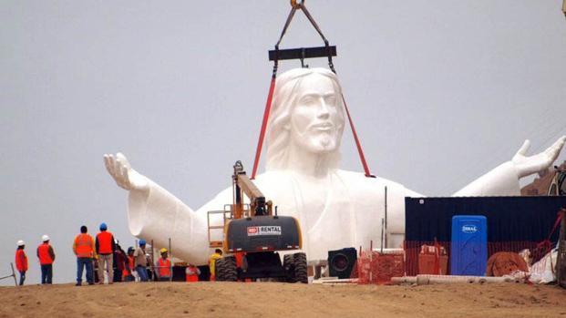 Vídeo: Cristo do Pacífico pega fogo no Peru pouco antes da visita do Papa