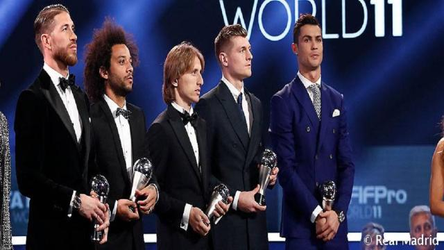 Cuatro jugadores del Real Madrid en la puerta de salida
