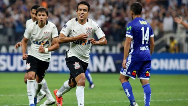 Corinthians gana en los penaltis y se mueve a la siguiente fase