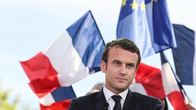 Francia no permitirá otro campamento de refugiados en Calais, dice Macron