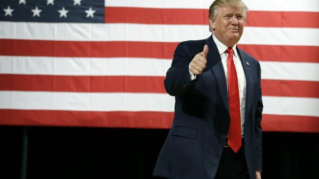 Presentador de Fox news Dice que Trump debería ganar el premio a noticias falsas