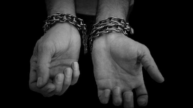 Vídeo: adolescentes torturam doente mental e postam vídeo