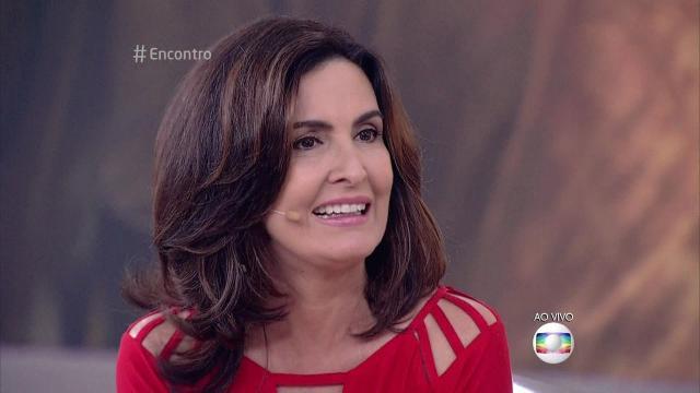 Vídeo: só de biquíni, Fátima Bernardes exibe corpão