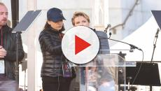 Scarlett Johansson y Mila Kunis se unen a Hollywood en Women's March para #MeToo