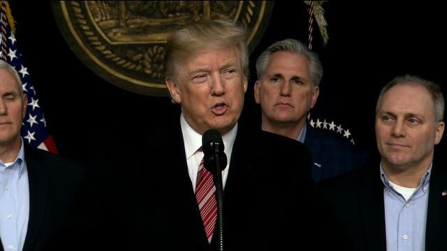 Trump defiende su estado mental durante el retiro de Camp David