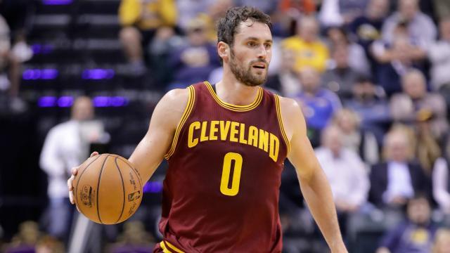 Kevin Love obligado a defenderse frente al de Cleveland Cavaliers