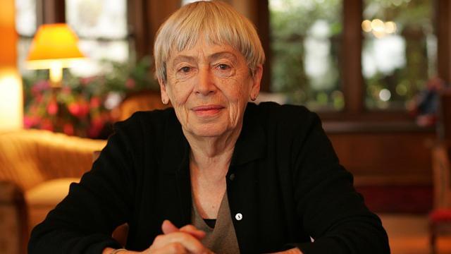 Ursula K Le Guin, autora de ciencia ficción y fantasía, muere a los 88 años