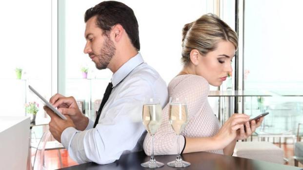 Hombres y mujeres son infieles por Facebook
