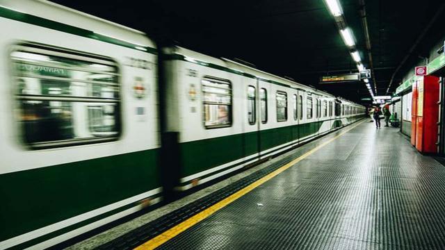 Roma, 47enne accusato di aver spinto una donna sui binari: 'Me lo ha detto Dio'