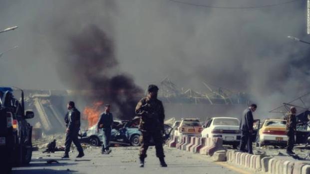 Attentato a Kabul: autobomba esplosa, 95 morti e 163 feriti - Video