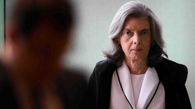 Vídeo: Tensão nos quartéis impulsiona Cármen Lúcia, ministros da Corte se calam.