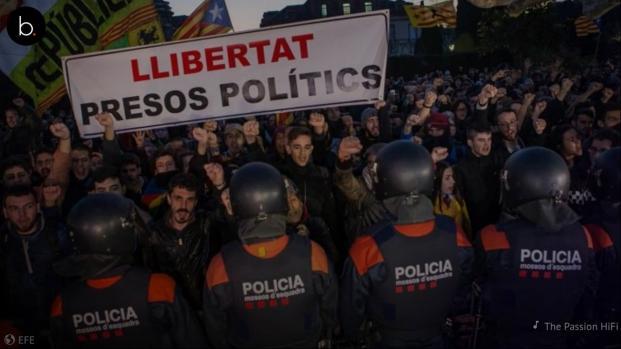 Vídeo: dos detenidos durante los incidentes entre manifestantes y Mossos