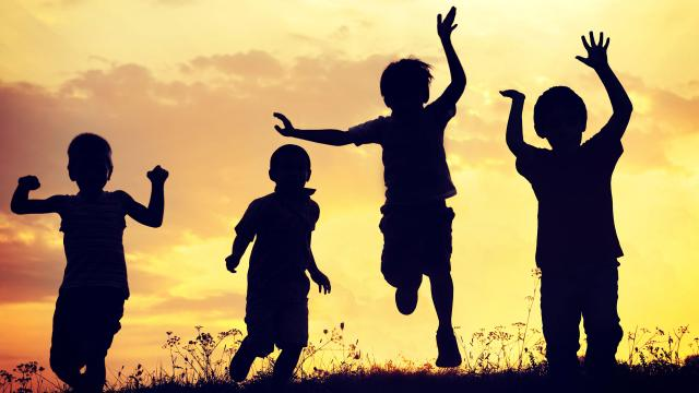 ¿Por qué permitimos que los financistas codiciosos se beneficien de los niños?